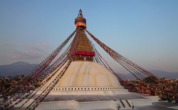 Blog voyage Birmanie : sous une ombrelle, les 8000 bouddhas de Pindaya