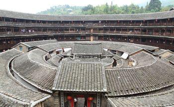 Les maisons rondes à Fujian et extension à Hong-Kong en onze jours