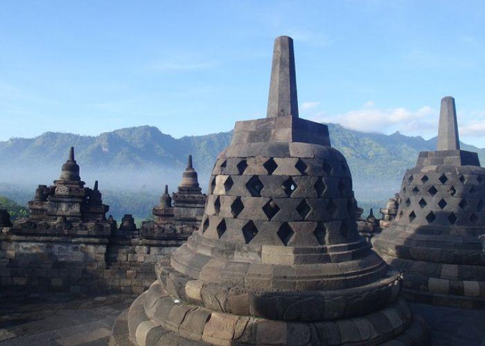 Voyage en Indonésie: Ensemble de Borobudur