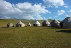 Voyage au Kirghizstan, nouveau camp d'yourtes au lac Son Kul