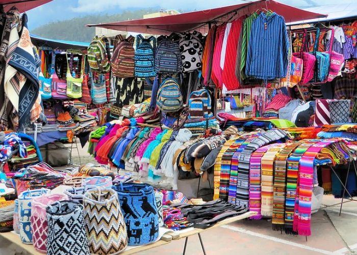 Voyage en Equateur: les costumes Otavalos