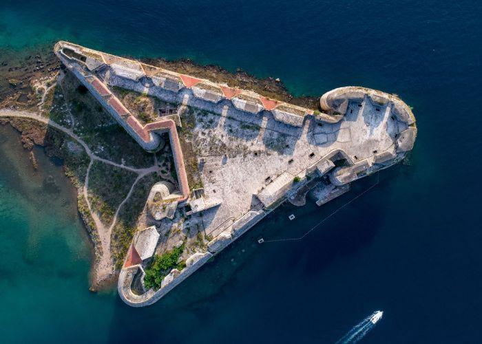 Voyage à Split en Croatie : Excursion à la forteresse de Klis et découverte d'un vignoble de la région.
