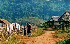La symphonie du Laos, 28 jours/25 nuits