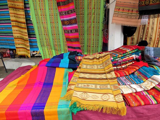 Voyage Equateur : les costumes Otavalos